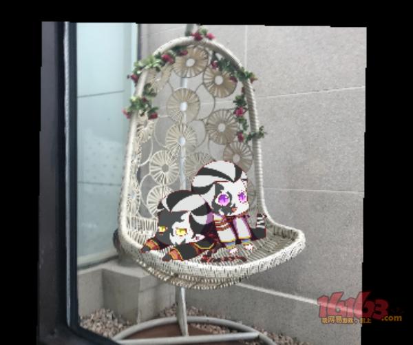 椅子上的小黑白——盛雪泡芙.jpg